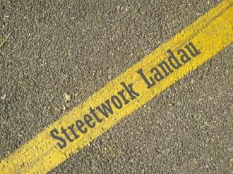 """Schriftzug """"Streetwork Landau"""""""